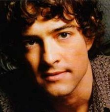 Lee Mead And Kerry Ellis On Song In Vaudeville Theatre's West End Men